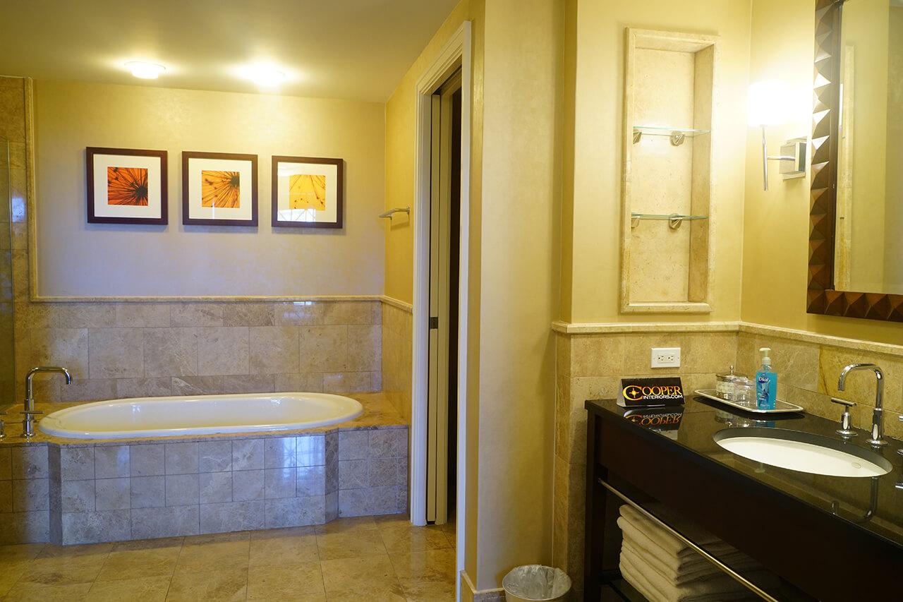 Larger 2 Bedroom Luxury Suite, Bedroom 1: 1 King, Bedroom